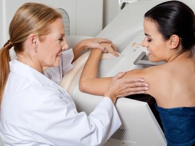 Prótese de mama pode impedir de fazer mamografia?